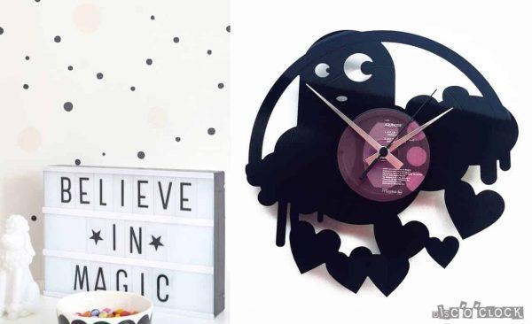 orologio da parete con disco in vinile con mostriciattolo e cuori