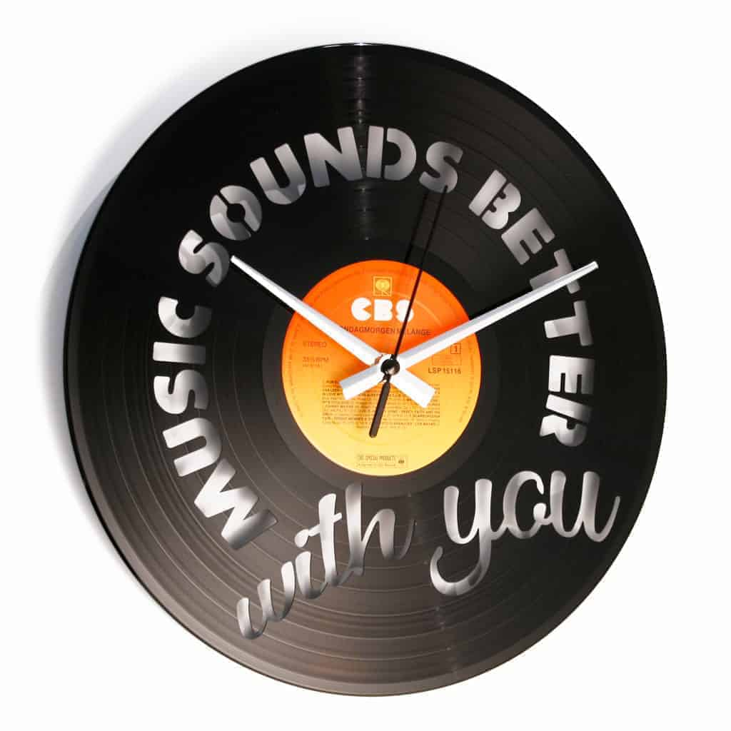 Orologio in vinile MUSIC SOUNDS BETTER WITH YOU
